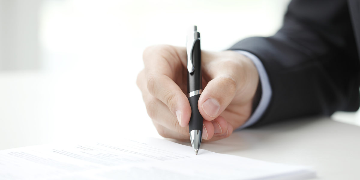 Close-up of businessman fill the form. Schlagwort(e): Contract, Document, Writing, Business People, Fill, Form, Contract, Business, Loan, Form, Application Form, Sign, Finance, Financer, Financial, Businessman, Close-up, Signature, Human Hand, Pen, Office, Paper, Strategy, Men, Ceo, Office, Administrator, Agreement, Desk, Manager, Filling, Working, Professional Occupation, Suit, Important, Job, Horizontal, Unrecognizable Person, contract, document, writing, business people, fill, form, business, loan, application form, sign, finance, financer, financial, businessman, close-up, signature, human hand, pen, office, paper, strategy, men, ceo, administrator, agreement, desk, manager, filling, working, professional occupation, suit, important, job, horizontal, unrecognizable person